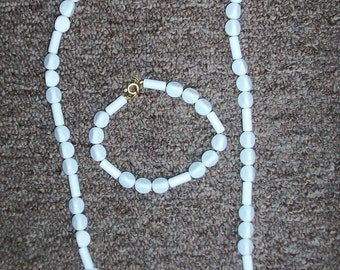 white bead beaded 25 inche necklace and 8 inch bracelet set