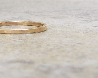 Gold Wedding Band Thin Gold Wedding Ring Plain Women's Wedding Bands Hammered Gold Band Simple Wedding Ring Gold Promise Rings Gift for Her