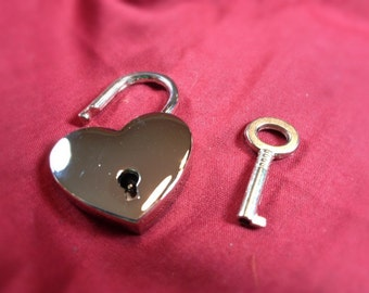 Large Heart-shaped  Nickel Plated Working Padlock