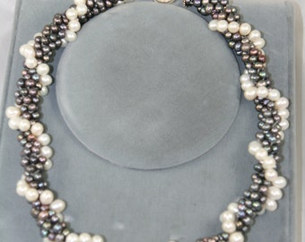 fresh water pearls necklace peacock and white