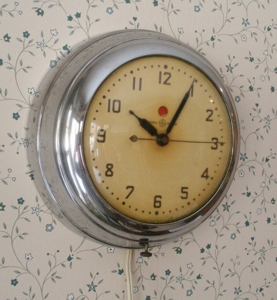 Retro Electric Kitchen Wall Clocks: Vintage Chrome GE Electric Kitchen Wall Clock
