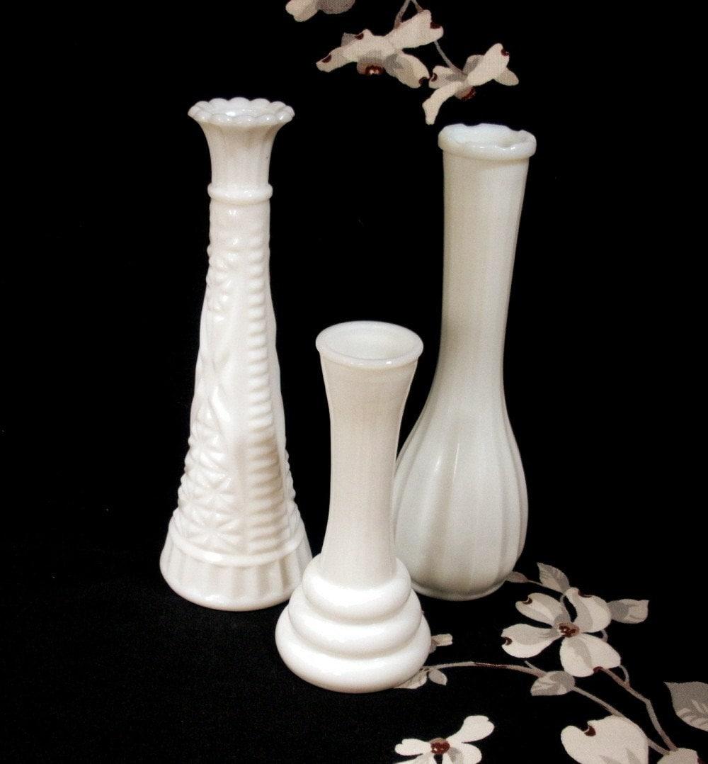 vintage milk glass bud vases set of 3. Black Bedroom Furniture Sets. Home Design Ideas