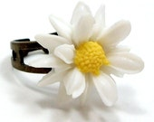 Daisy Ring  - Yellow White Flower by HotPinkChick on Etsy