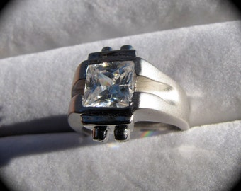 Vintage Sterling Silver Beautiful  Diamond Cubic Ziconium Ring Mid Century CZ Ring