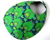 Reversible large bib - kelly green flowers