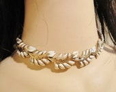 Signed Coro 17 Inch Faux Gold and Off White Vintage Leaf Motif Costume Jewelry Chain Necklace