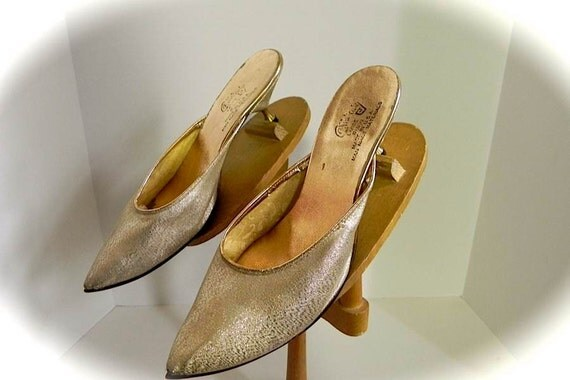 reserved for Monica Sassy Vintage 50s Gold Poiny Toe Genie Shoes with Unique Kitten Heels 8 8.5 -on sale-