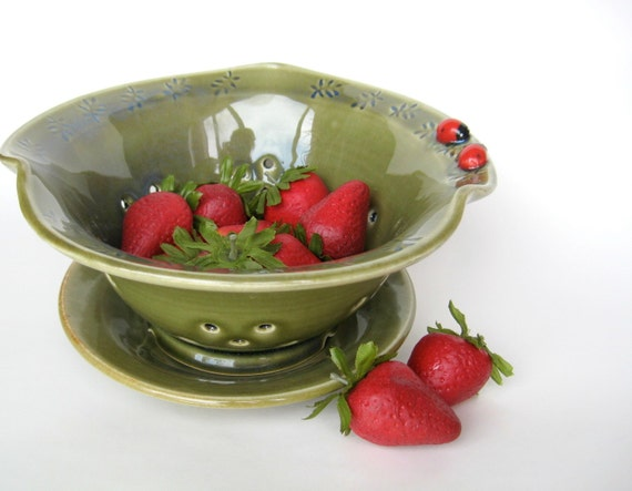 Green berry bowl with two ladybugs and leaf impressions