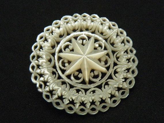 Vintage Brooch Mother of Pearl Lacy Circle