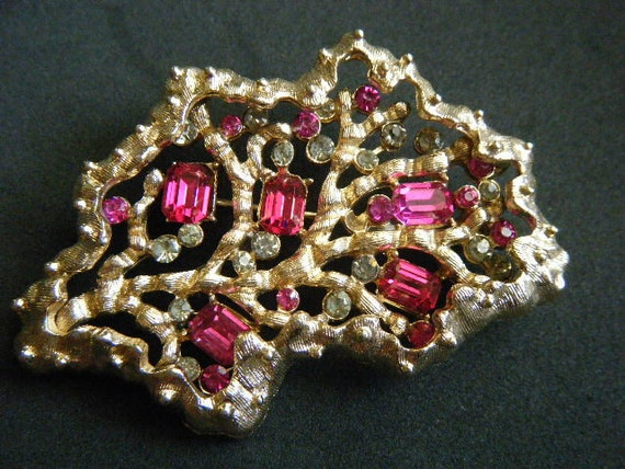 CORO Brooch Hot Pink and Clear Rhinestones