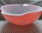 Pink Pyrex 4 Quart bowl- Gooseberry pattern