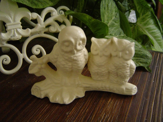 Vintage Ceramic Mama Owl and 2 Baby Owls Statue Figurine. Old.  Vintage White. Home Decor. Wedding Cake Topper