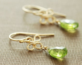 August Birthstone Peridot Gold Earrings, Green Stone Dangle Earrings, Clover Earrings, aubepine
