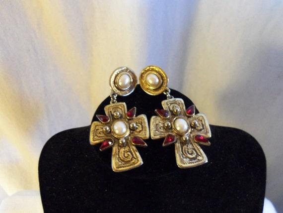 Vintage Reenactment Renaissance Style Earrings Goldtone
