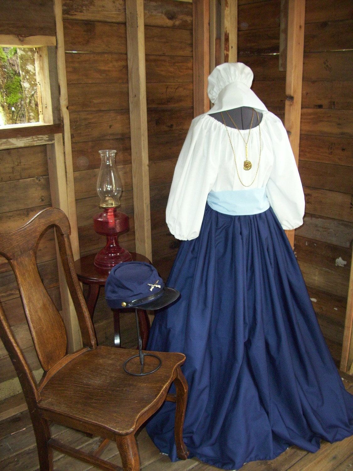 Colonial clothes for women