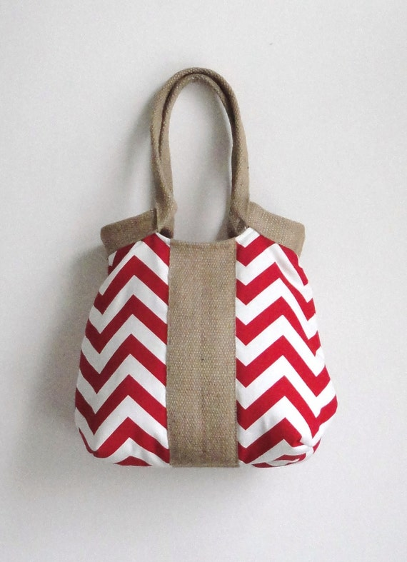 Red chevron handbag with burlap