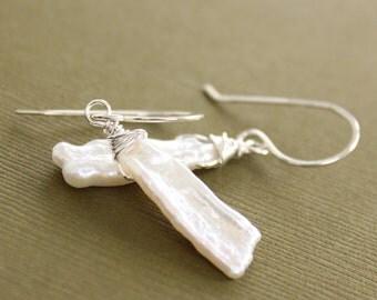 Sterling silver earrings with dagger shape white pearls dangles - Dangle earrings - Bridal earrings - White pearl earrings - ER091