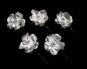 White wedding silk flower hair pins wedding bridal hair flower white hair clip bridal accessories Rhinestone and pearl crystal hair pin updo