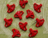 10 vintage plastic fan flower beads, red - HP0010