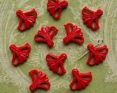 10 vintage plastic fan flower beads, red - HP0010