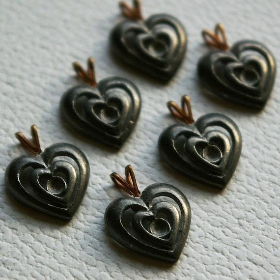 Vintage beads - 6 metal heart charms