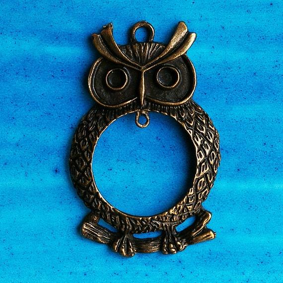Large round metal owl pendant, copper tone