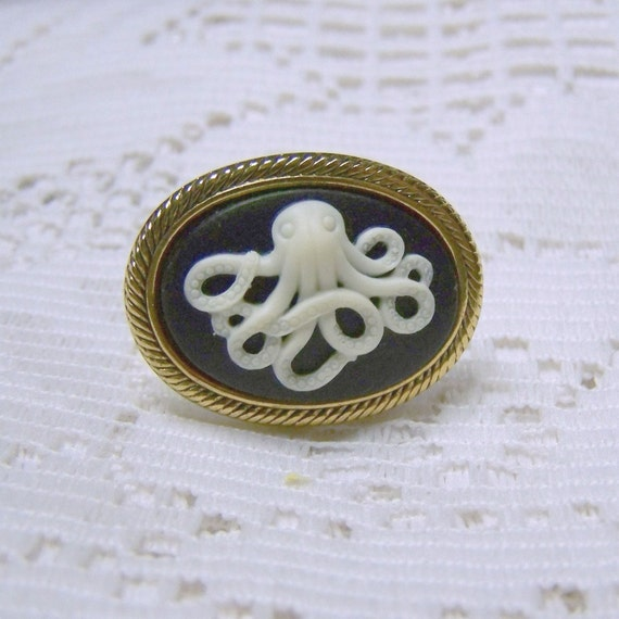 Albino OCTOPUS Ring - Gold Setting -  Victorian Art Nouveau - Adjustable - Black and Creamy White - Dimensional