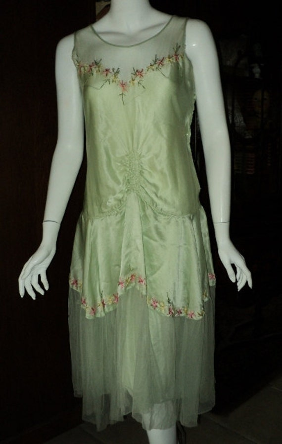 1920s Flapper Party Dress Silk net skirt embroidered with pink and green original wearable