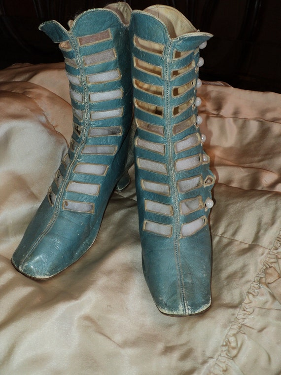 Rare Robins Egg blue High boot Victoian ca 1880-1890 Milk glass buttons Museum deaccession ON HOLD