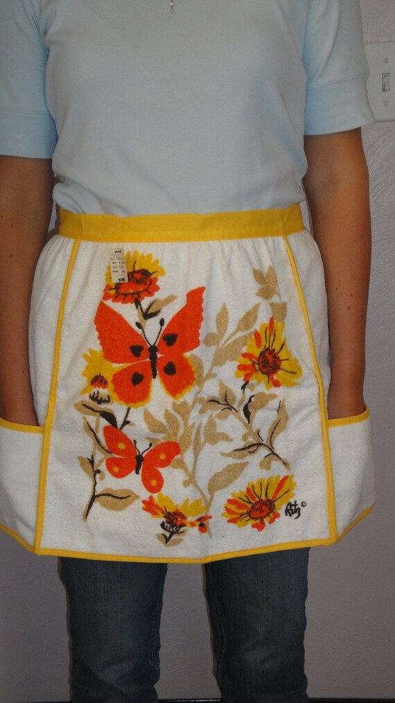 On Vacation Order Ships 11/19/12 Vintage Gimbels Half Apron Yellow Orange Butterfly Unused