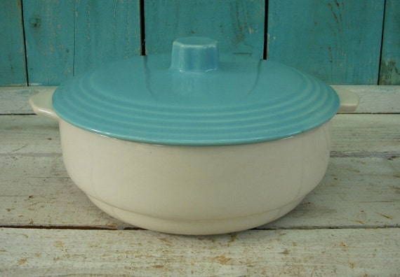 Kitchen - Serving - Ceramics - Vintage - Turquise - Casserole Dish - White - Lidded