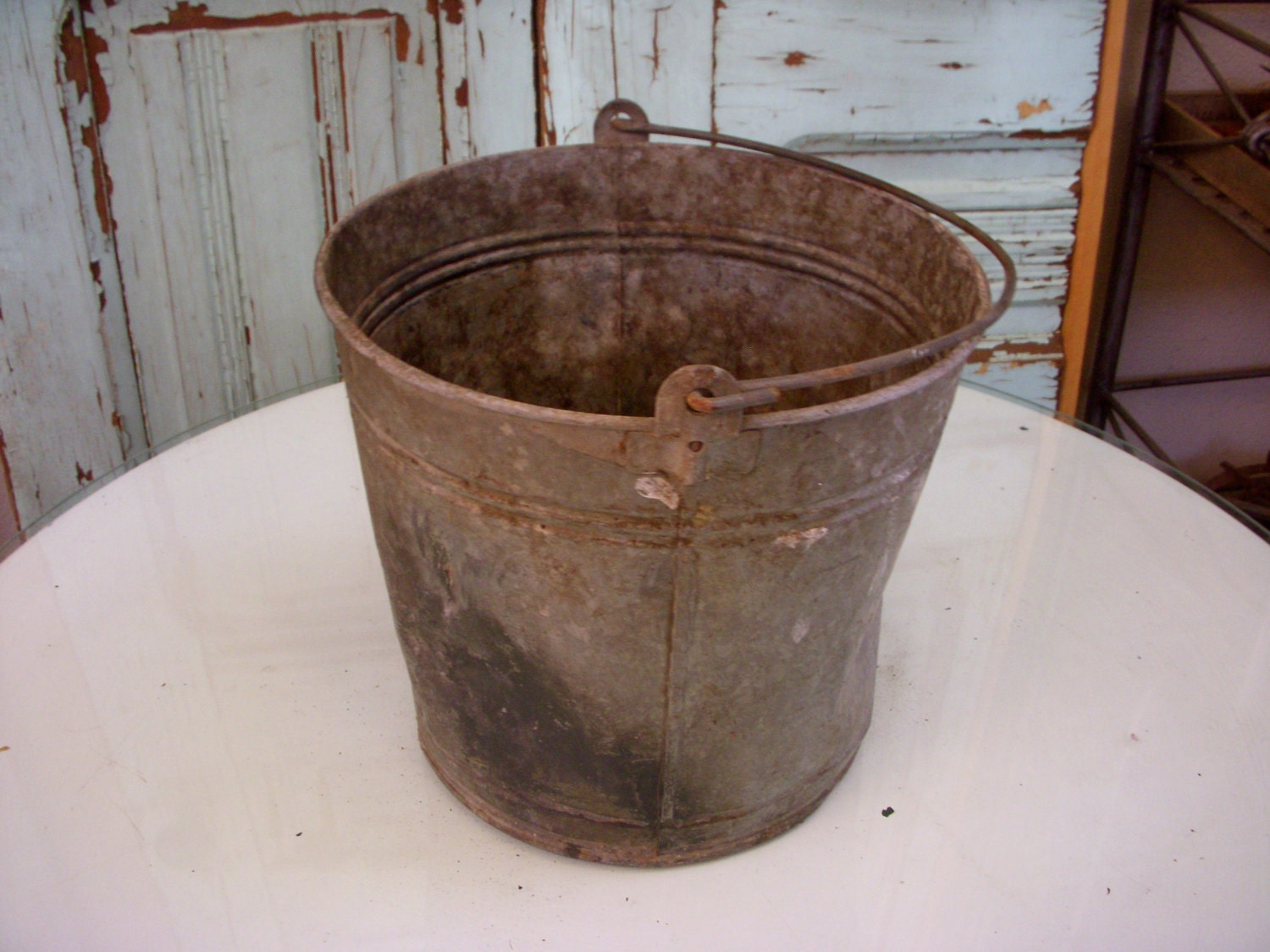 Antique bucket shabby vintage metal antique rustic for Rustic galvanized buckets
