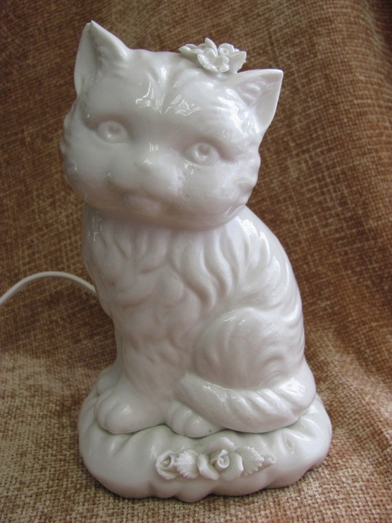 Vintage White Kitty Cat Portable Lamp Night Light
