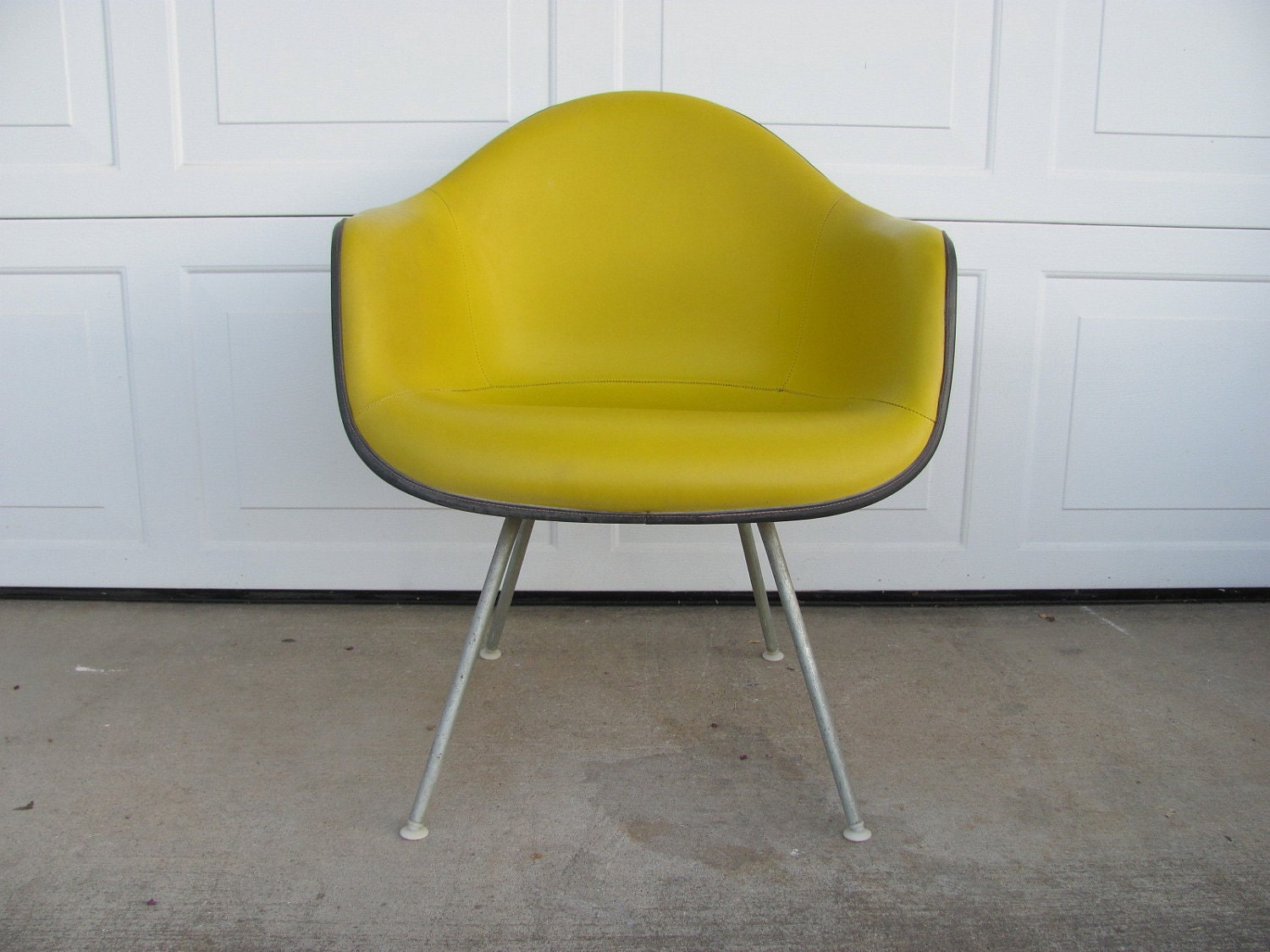 vintage eames herman miller mid century modern shell chair. Black Bedroom Furniture Sets. Home Design Ideas