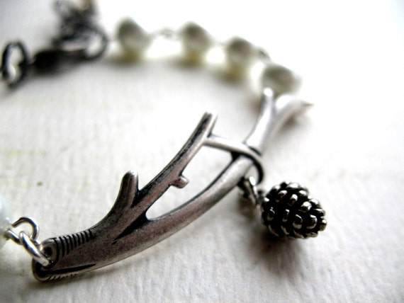 Winterland. Pine Cone and Pearl Bracelet