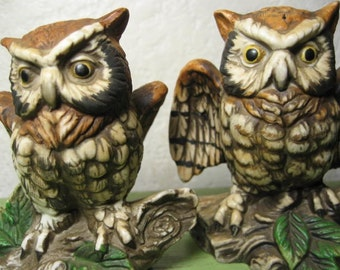 Vintage 1950s pair of owls, Ardco owl figurines, original sticker, near MINT condition