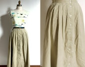 1980s Drindle skirt. Button front High waist full skirt.