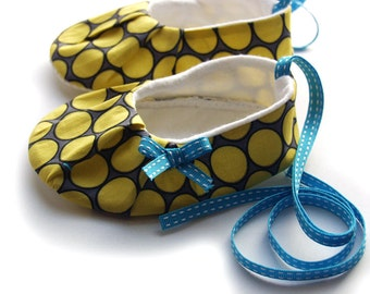Soft sole baby/toddler shoes, size 18-24 months, in citron circles - SALE