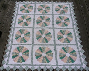Feedsack Quilt Dresden Plate Sawtooth Border