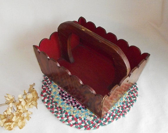 Wooden Cottage Cute Sweet Scalloped Tote Tray