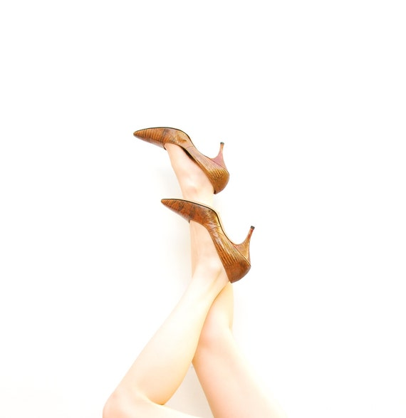50s Heels - 1950s Crocodile Heels - Couture Brown Heels - Pointed Toe Pumps - Mad Men Shoes - Da Venci Heels - Size 8 1/2 9