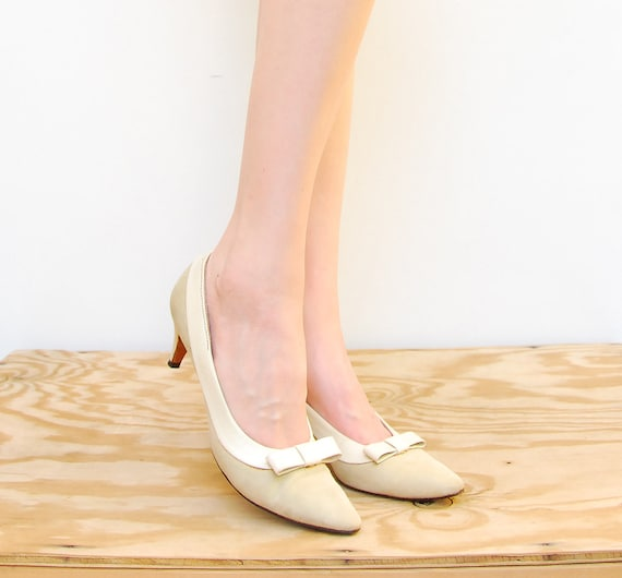 60s Bone Pumps - Ivory Bow Leather Heels - Wedding Shoes - 1960s Pointed Toe Pumps - Anne Sylvestri Shoes - Size 6 36 1/2