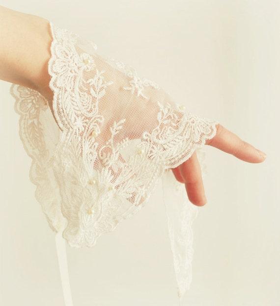 Embrace - lace bridal collar