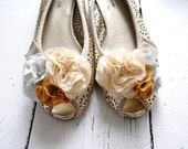 B. Poetic Oh Happy Day Shoe Clip Bouquet