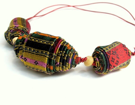 Statement fiber necklace handcrafted of bright Damask giant beads