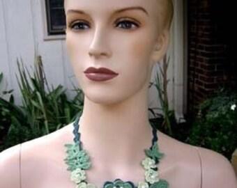AMAZINGCROCHET Vintage Floral Necklace crochet pattern
