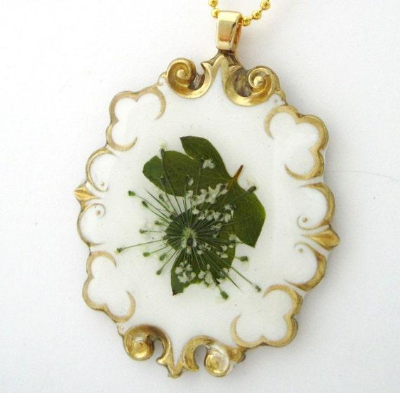RADIANCE, Pressed Flower Pendant (411)