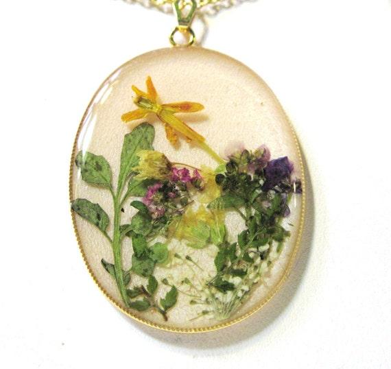 Silent Garden, Pressed Flower Pendant, Real Flowers, Resin (943)