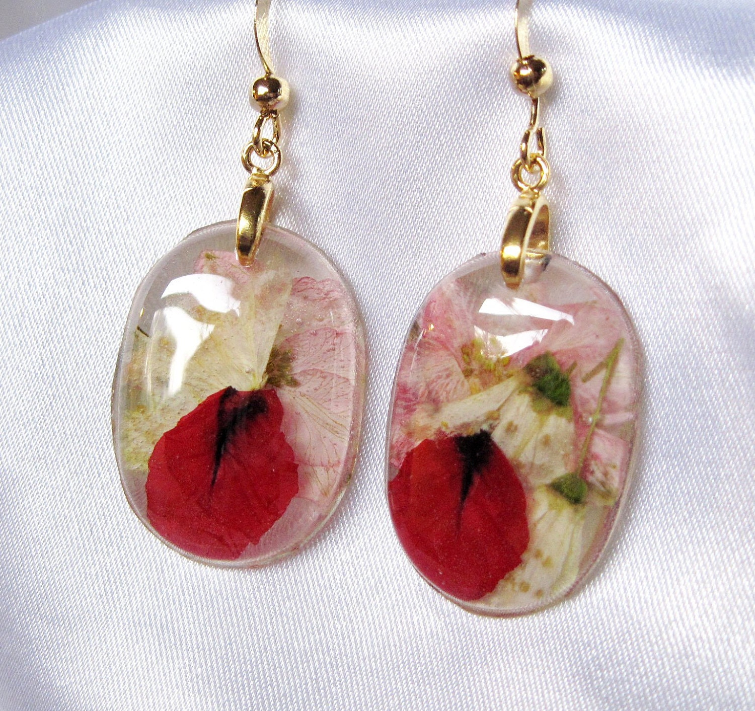 Pressed flower earrings tiny mice flowers in for Gemsprouts tiny plant jewelry