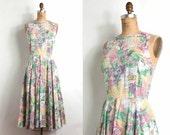 1970s dress / 70s dress / floral french newspaper novelty print cotton (medium)